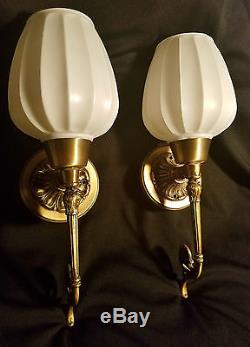 Pair Art Deco Wall Sconces Vtg Earl-lites Fixtures Milk Glass Ribbed Globes