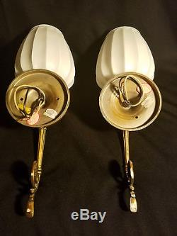Pair Art Deco Wall Sconces Vtg Earl-lites Fixtures Milk Glass Ribbed Globes